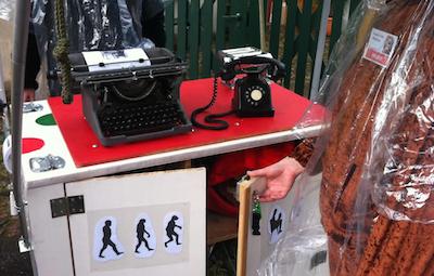Affen mit Schreibmaschine (Foto: von der anonymen Quelle zur Verfügung gestellt)